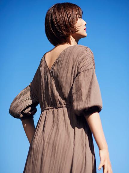 不規則細褶澎袖連身裙