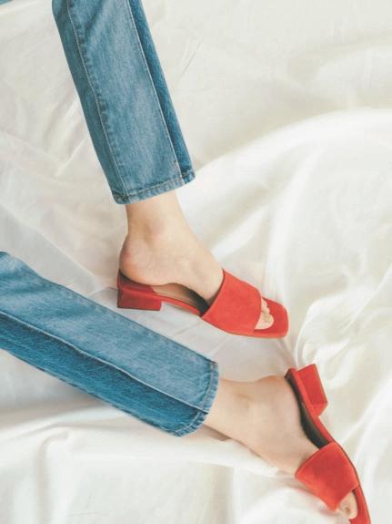 純色真皮低跟涼鞋