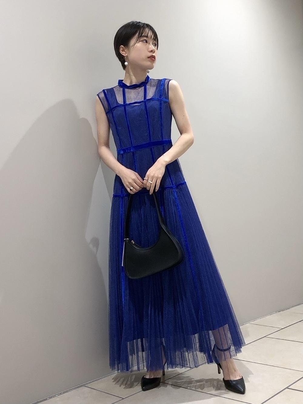 天鵝絨接縫薄紗洋裝