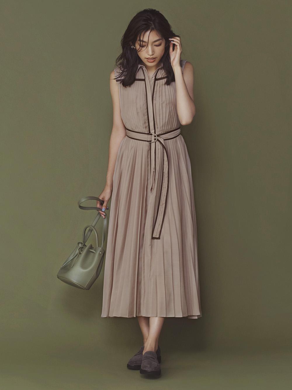 滾邊壓褶及踝連身裙
