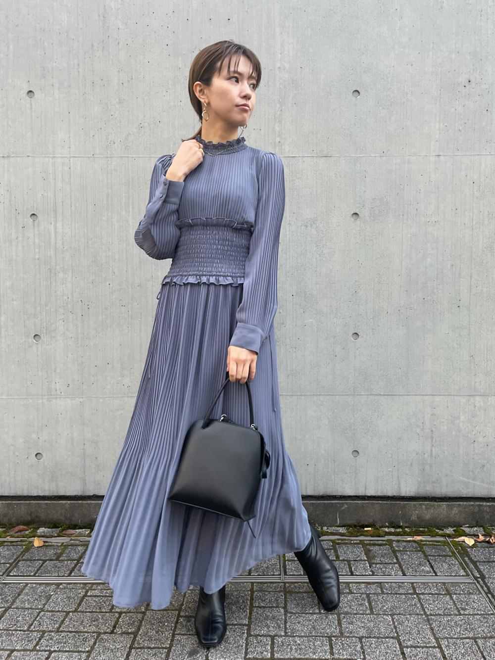 細褶傘襬連身裙