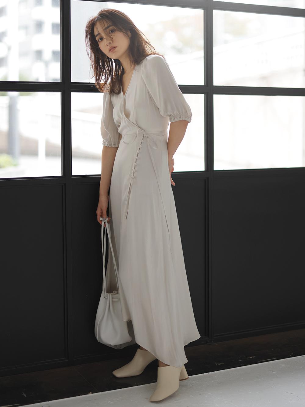 IPEKER緞面不規則裙襬連身裙