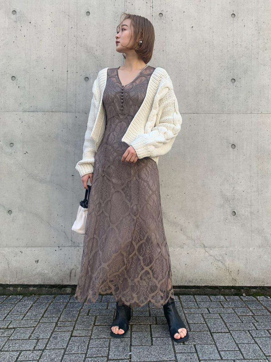 鈕釦飾V領蕾絲連身裙