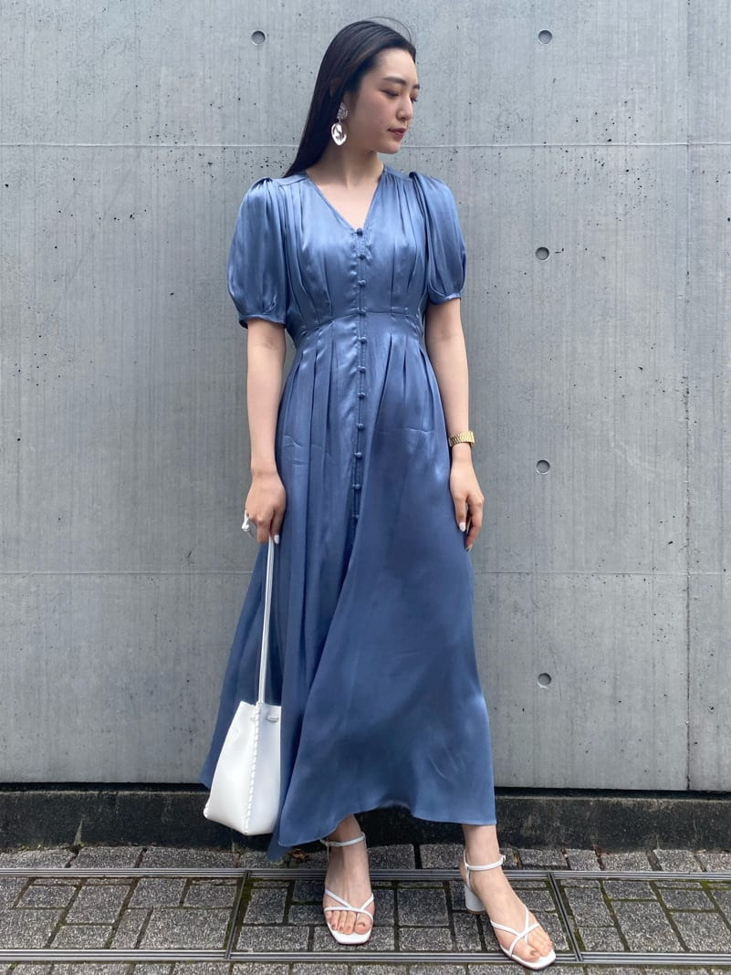酮氨嫘縈楊柳紗緞面抓褶連身裙