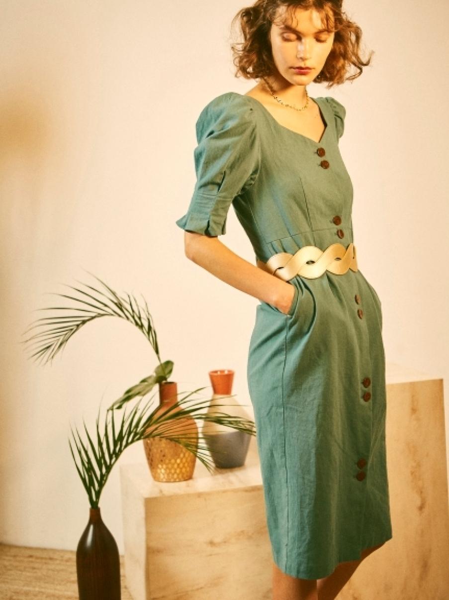 排釦造型洋裝