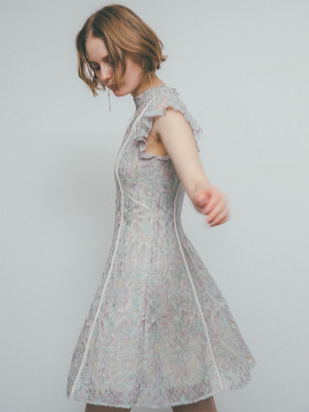 蕾絲刺繡短洋裝