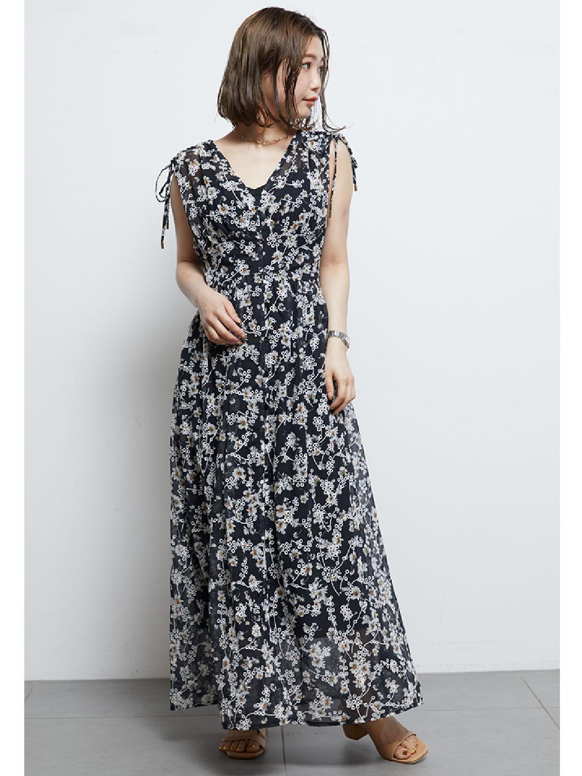 刺繡碎花連身裙
