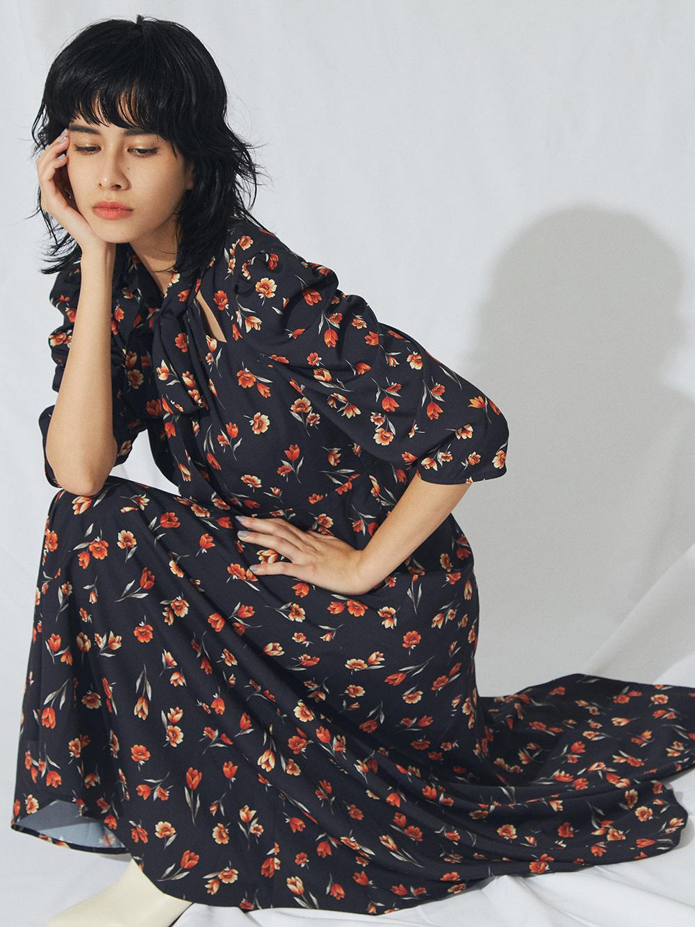 造型領口花朵連身裙