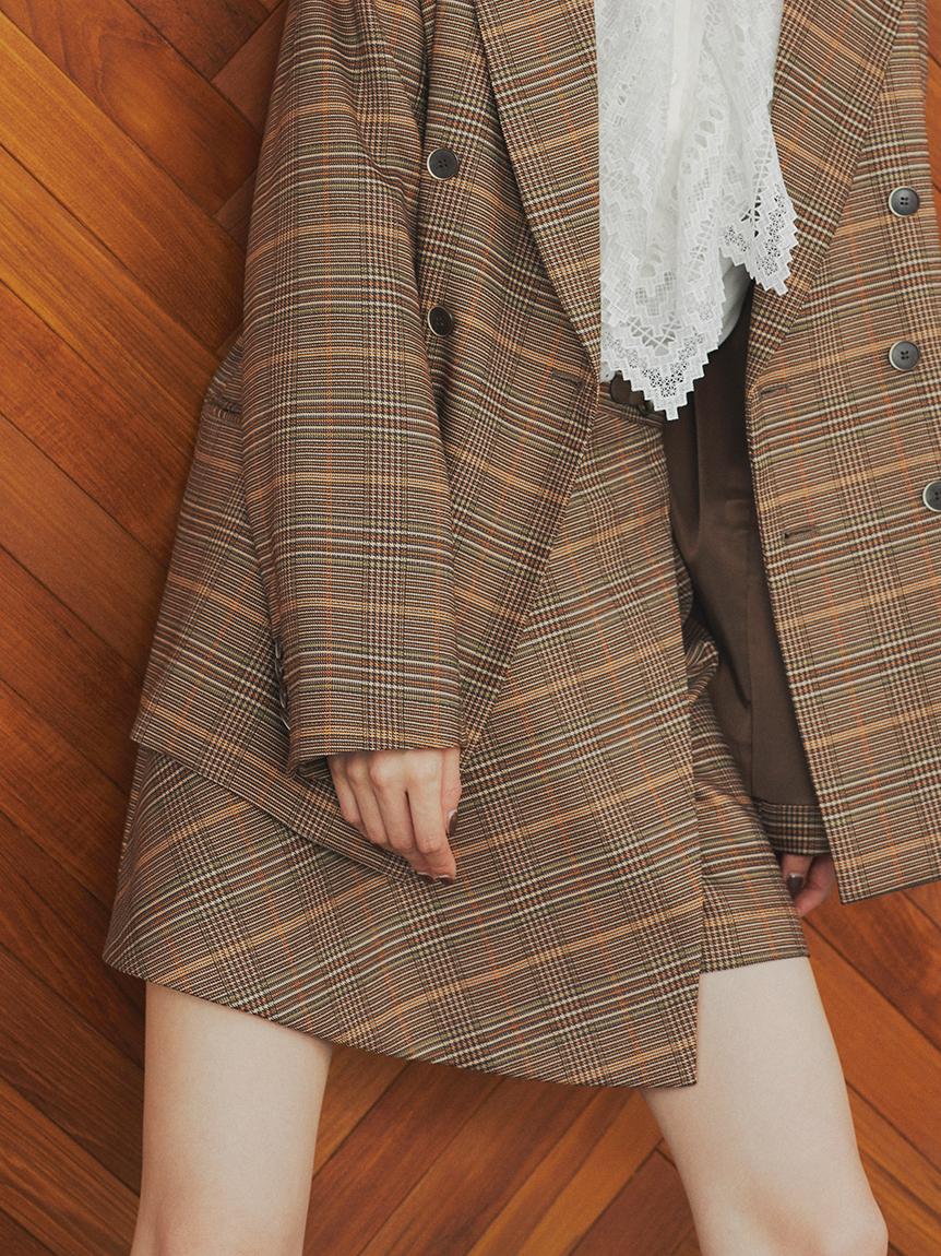 馬銜釦裝飾短褲