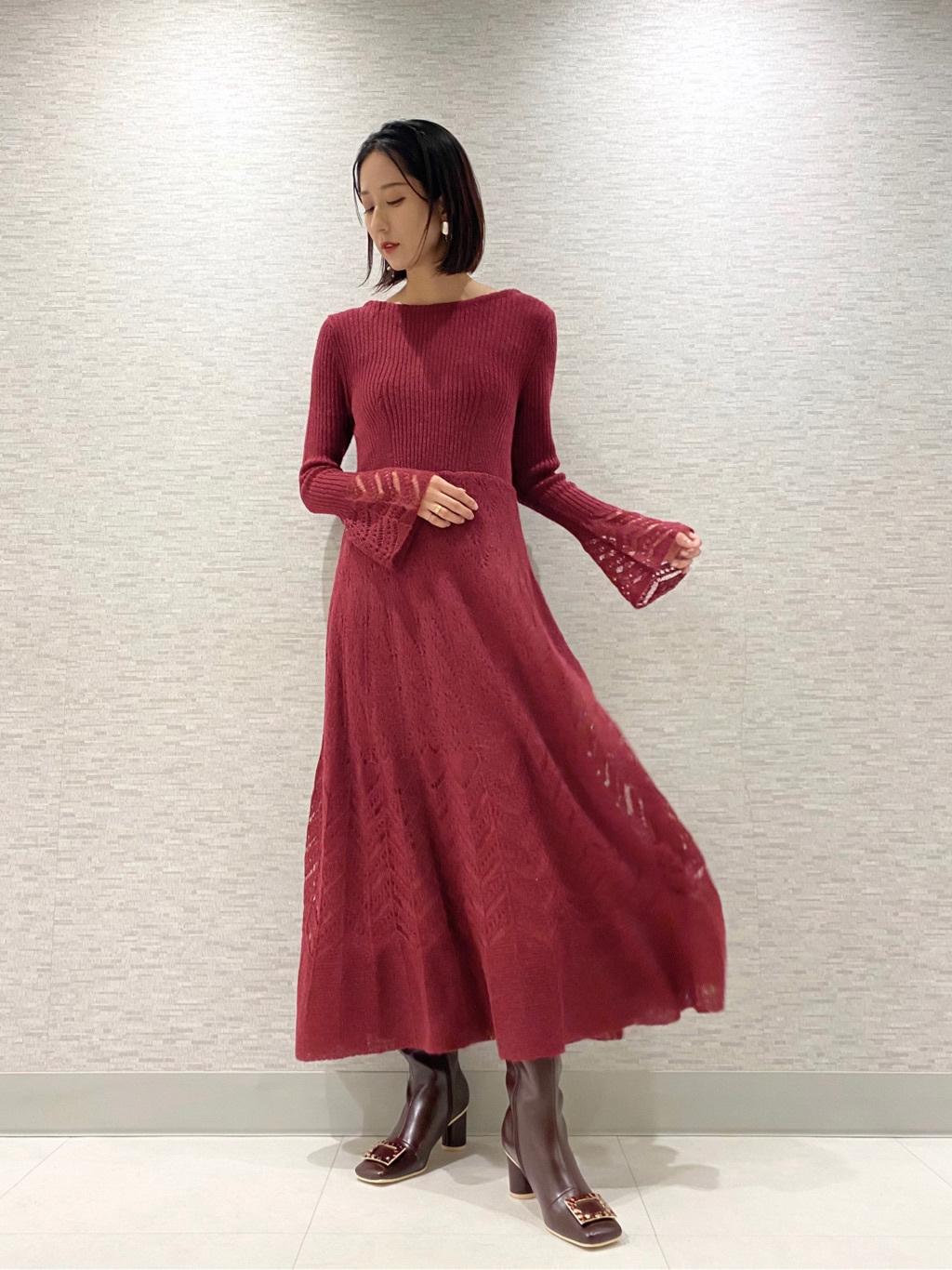 輕柔鏤空針織連身裙
