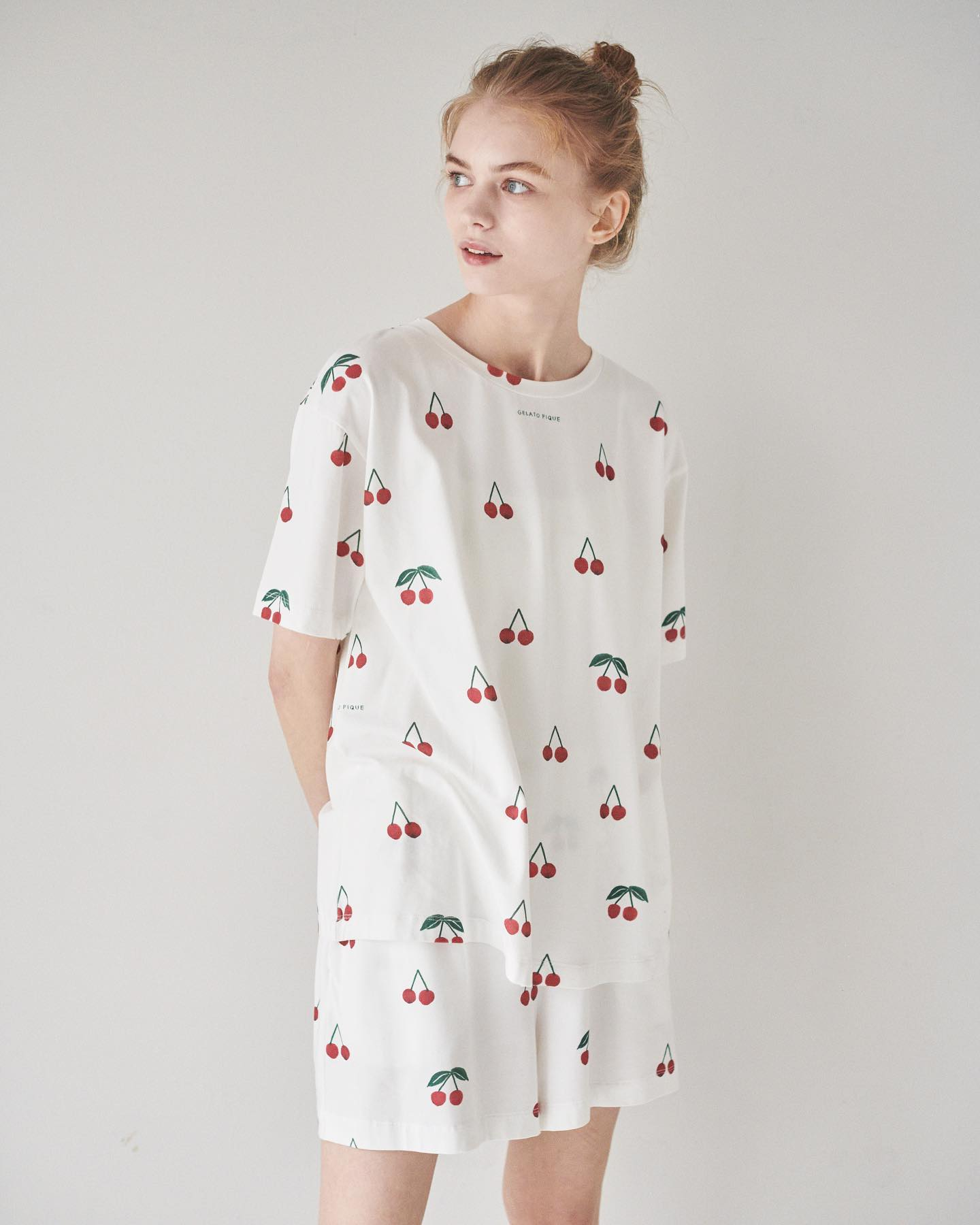 櫻桃圖案. T-Shirt