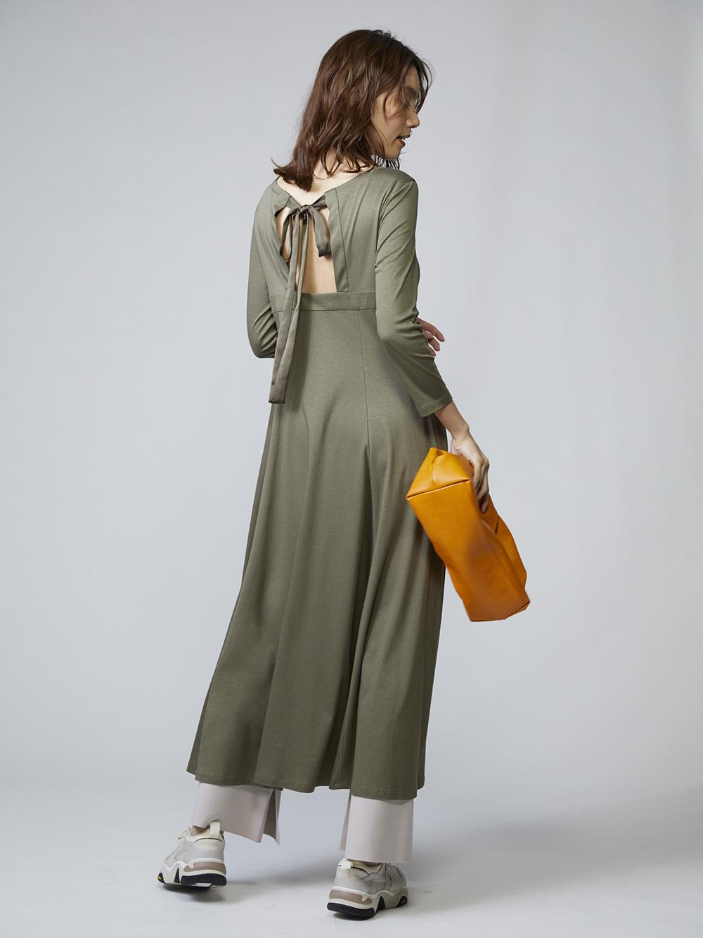 放鬆感背綁帶連身裙