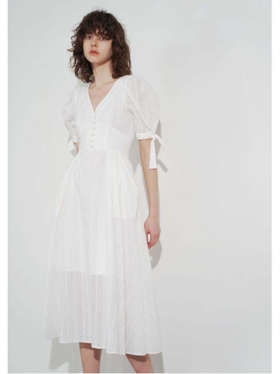 雕花蕾絲連衣裙