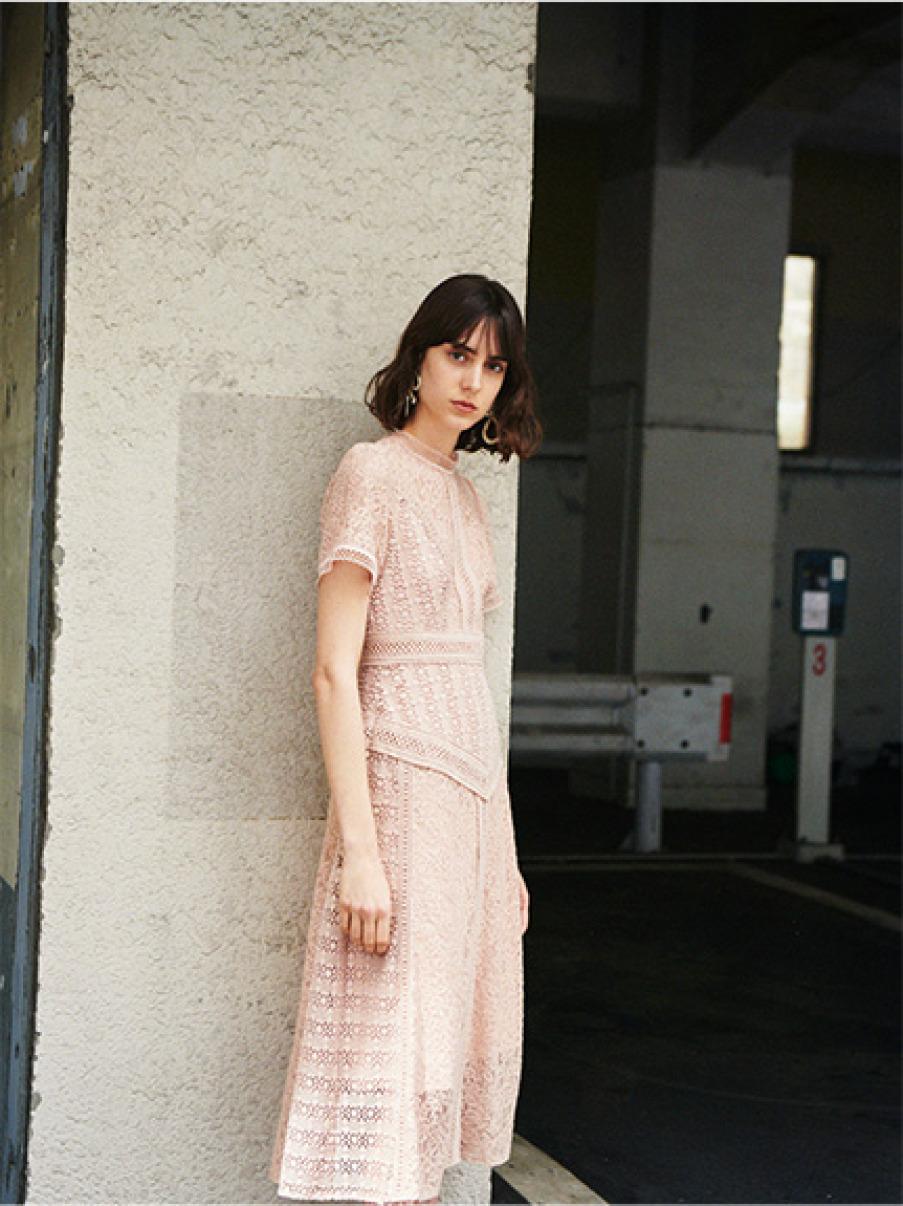 蕾絲拼接設計洋裝