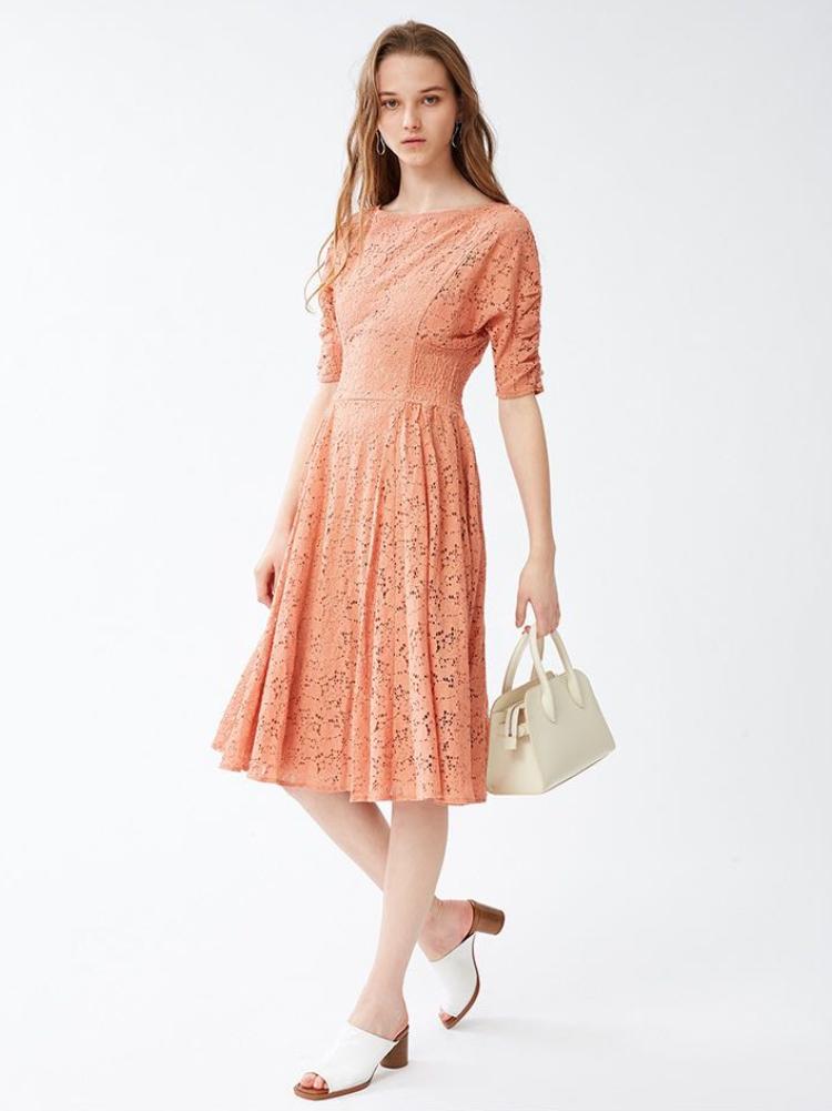 蕾絲鏤空連身裙