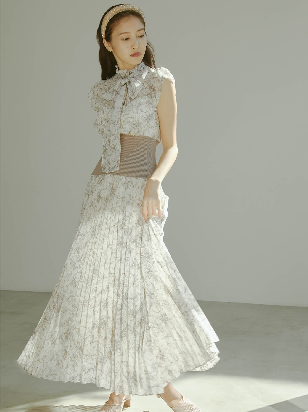 腰部羅紋細褶連身裙