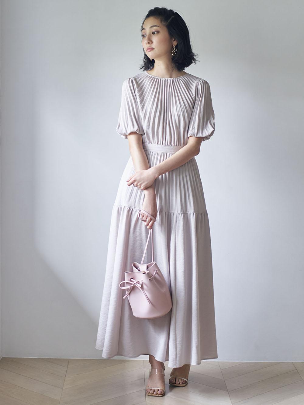 背後鏤空繫帶細褶連身裙