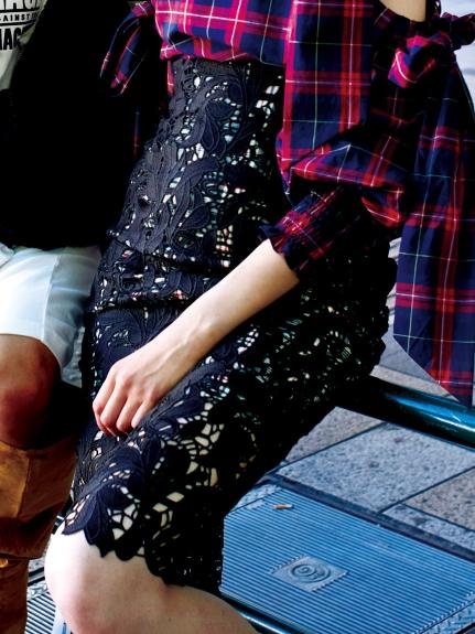蕾絲包臀及膝裙