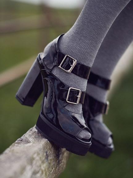 露趾粗跟涼鞋