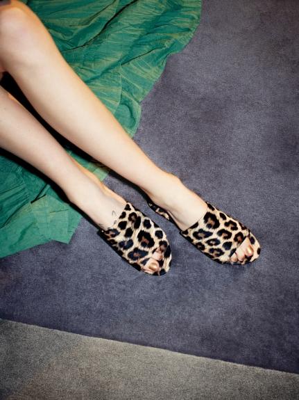 時尚平底涼鞋