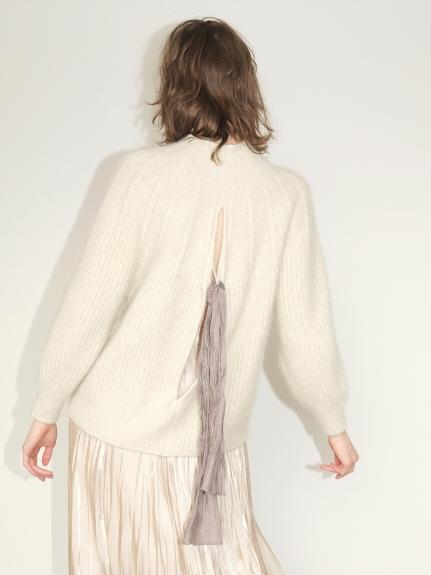 露背造型微高領毛衣
