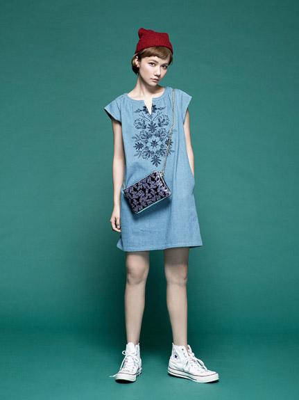 V領繡花無袖洋裝