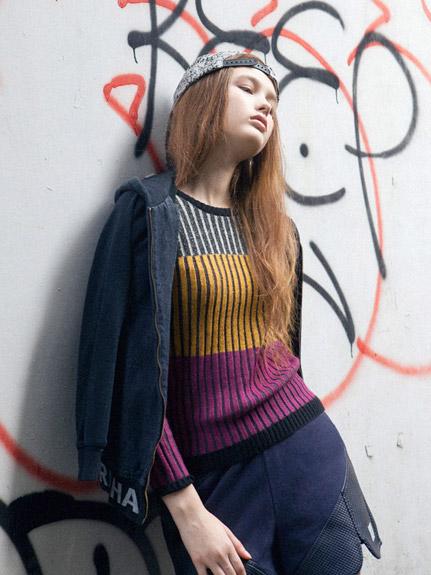 三色彩條立體織感毛衣